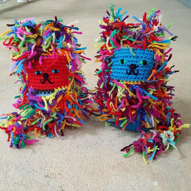 scrap yarn crochet cats, crochetbug