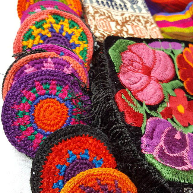 crochetbug, crochet circles, crochet coin purses, circular crochet coin purses, santa fe plaza, santa fe, new mexico