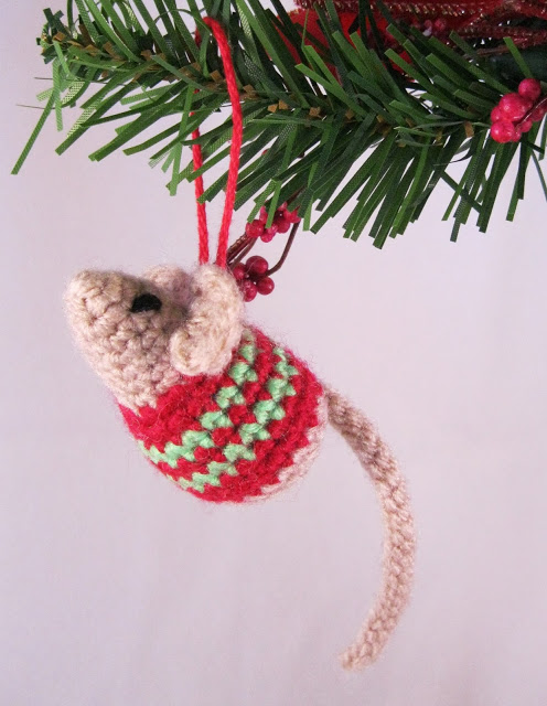 Little Christmas Mouse  free pattern to crochet  Crochet