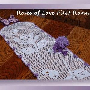 Roses of Love Filet Runner