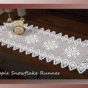 Pineapple Snowflake Runner - Filet crochet Christmas runner pattern with pineapple edging