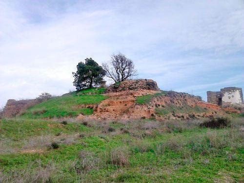 Lienzos sur y este del castillo