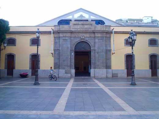 Fachada principal del Centro de Arte la Recova, Plaza isla de la Madera, Santa Cruz de Tenerife