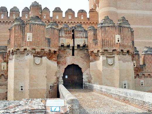 Entrada al Castillo de Coca, Segovia.