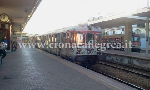 Treni fermi a Torregaveta (foto Gustavo Scotto)