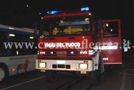 Per domare le fiamme è stato necessario l'intervento dei vigili del fuoco