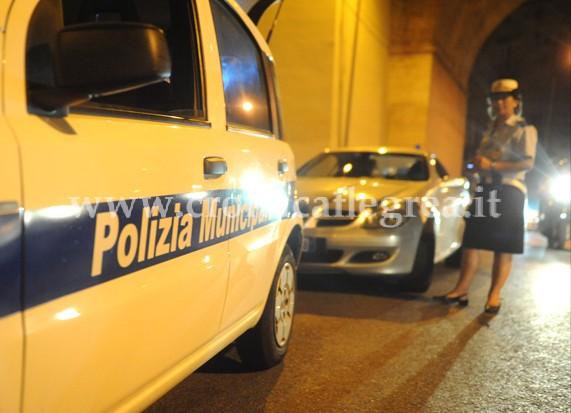 Controlli della Municipale all'incrocio tra Via Napoli e il centro storico di Pozzuoli