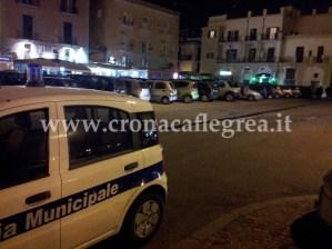 Una pattuglia della Municipale pochi minuti dopo l'aggressione in via Largo Emporio