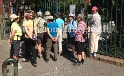 Turisti all'esterno dell'Anfiteatro Flavio di Pozzuoli