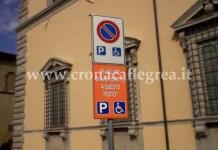 Il cartello riservato ai portatori di handicap che cerca di smuovere le coscienze