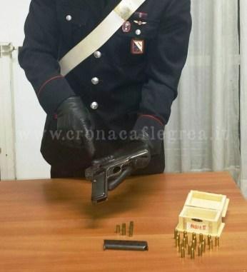 La pistola sequestrata dai carabinieri