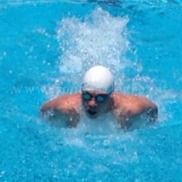 Il nuotatore puteolano Salvatore Urso durante una gara
