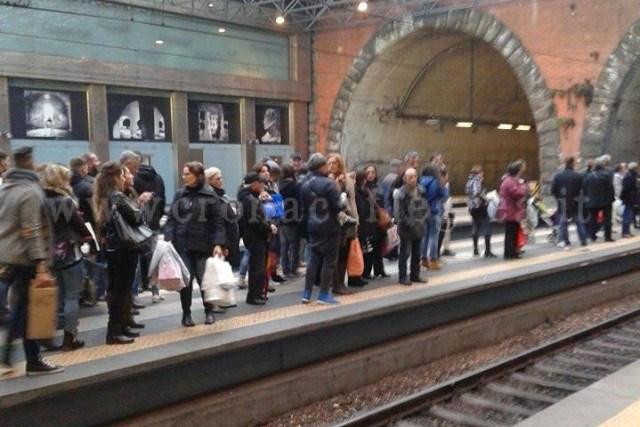 I Binari di Montesanto colmi di gente in attesa