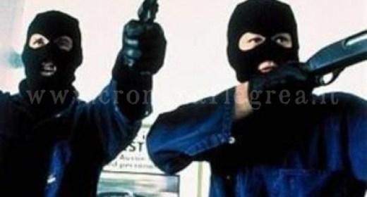 rapina-pistola-passamontagna-2