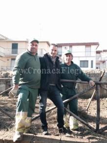 Sergio Turazzo insieme con gli operatori ecologici