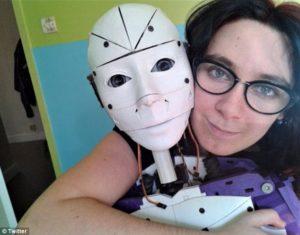 Grande Fratello è realtà: entro 10 anni robot più intelligenti di noi faranno il lavoro di 2 milioni