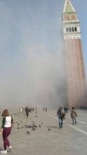 Rapina col fumogeno in gioielleria a Venezia, sventata dalle commesse, San Marco in fumo