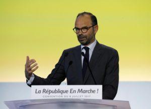 Tasse, in Francia Macron le abbassa. Poco ma è un segnale. Orlando vuole la patrimoniale