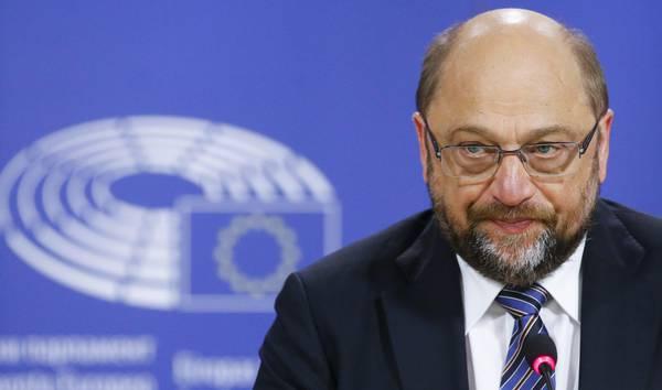 Schulz come Bersani. Sinistra tedesca spinge il caos, Grillo sente puzza di sardi, il Papa è eretico