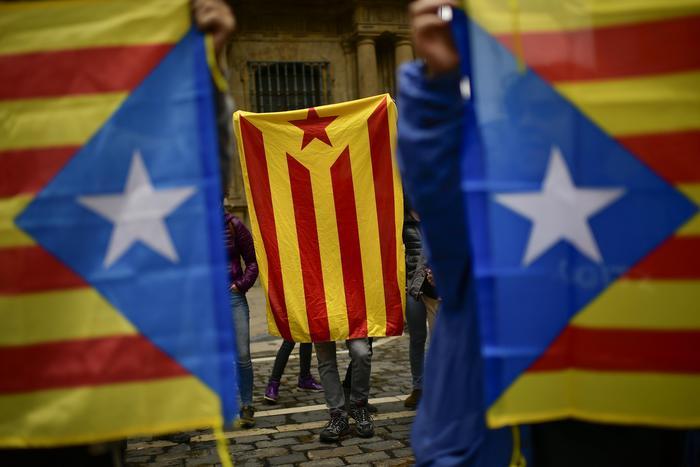 Catalogna e Catalogne. Siciliano e alto atesini se ne stanno zitti zitti