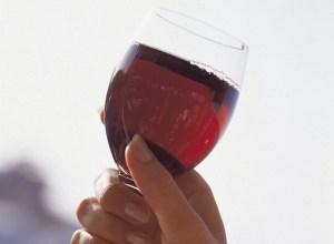 dimmi che alcolici bevi e ti dirò chi sei: se bevi birra e vino sei calco, con la vodka...