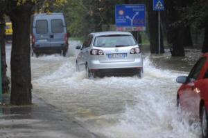 Maltempo, codice rosso in Abruzzo: pioggia, vento e allagamenti, scuole chiuse