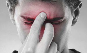 Sinusite, toccarsi le parti basse aiuta: i medici dicono di sì