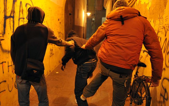 Vittima di bullismo in provincia di Palermo: 12 tenta di darsi fuoco, fermato dai prof