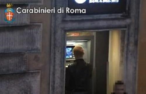 Roma, la trappola al bancomat di Piazza di Spagna: arrestati due bulgari