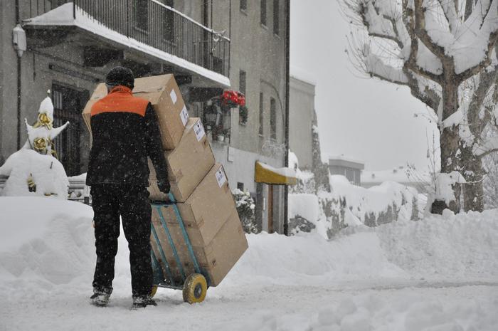 Maltempo: Italia paralizzata, disagi su strade e ferrovie. Di nuovo neve in Piemonte, vento forte in Sicilia