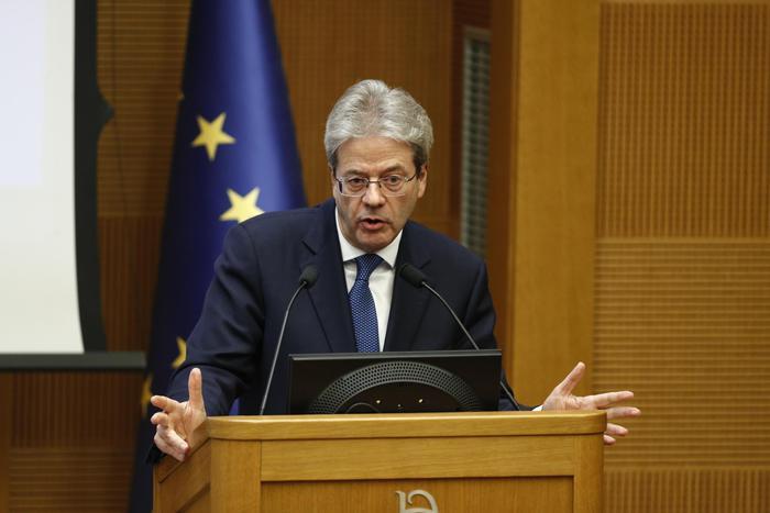 """Fine legislatura, Gentiloni in conferenza stampa: """"In questo anno non abbiamo tirato a campare"""""""