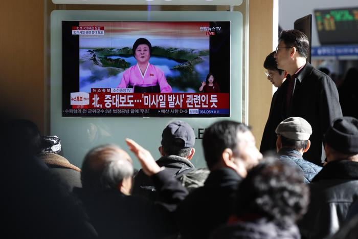 Corea del Nord, missile di Kim jong-un sfiora aereo della Cathay Pacific: grande paura a bordo