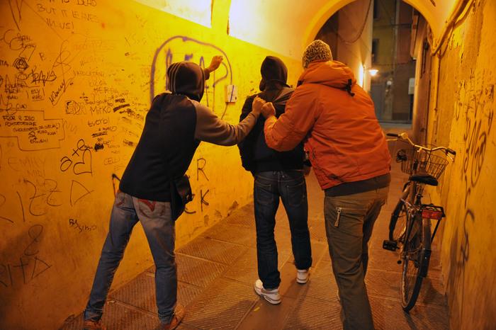 Baby gang, arrestati 9 minorenni per l'aggressione di Gaetano: finiscono in comunità