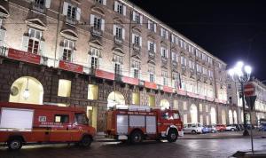 Torino, al Teatro Regio crolla un pezzo di scenografia della Turandot: feriti 2 coristi e opera interrota