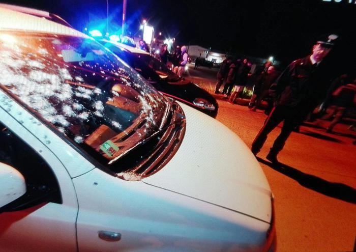 Uccide la moglie, spara sulla folla dal balcone e poi si uccide: era una guardia giurata vicina a Forza Nuova