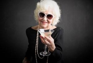 Demenza precoce, l'alcol è il più grande fattore di rischio: lo dice uno studio pubblicato su Lancet