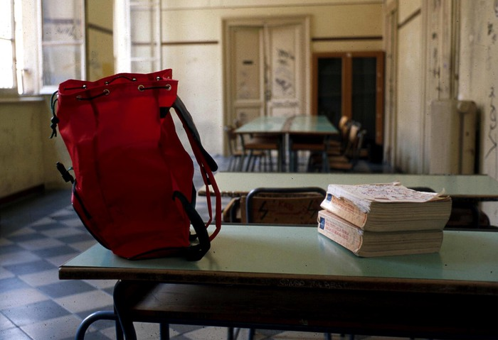 Cosenza, la fabbrica dei diplomi falsi: cento maestri in mezza Italia