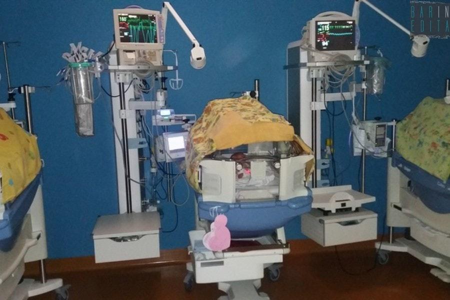 """Bari, neonata con una rara malattia salvata da antibiotico: """"Primo caso al mondo"""""""