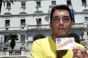 Palermo, sospesa la patente perché gay: ministeri Difesa e Trasporti dovranno dovranno versare 100 mila euro a Danilo Giuffrida
