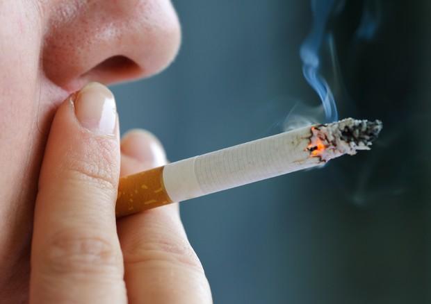 Sigarette, sale ancora il prezzo: da un minimo di 0,20 centesimi a un massimo di 0,40