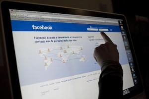 """Infermiere su Fb: """"Tra un nonno milanese e un bimbo napoletano, salvo il primo"""""""