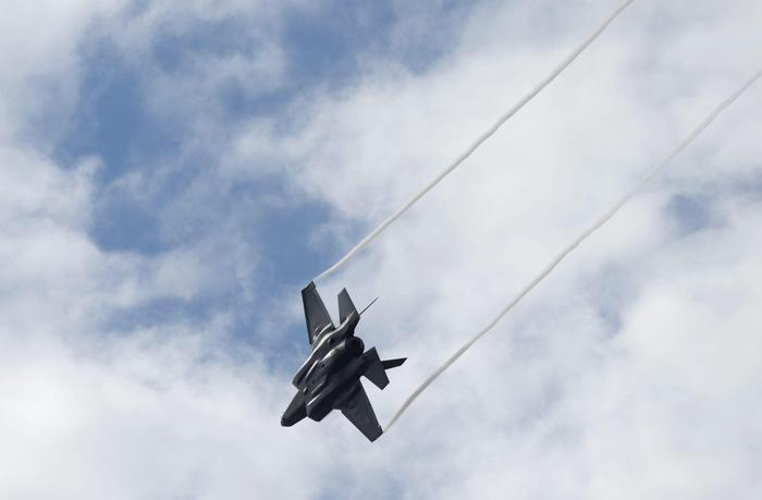 Caccia militari terrorizzano il nord dalla Lombardia alla Valle d'Aosta: in volo per intercettare aereo che si temeva dirottato