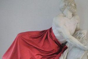 Opere d'arte coperte per non offendere i musulmani: scoppia la polemica in provincia di Savona