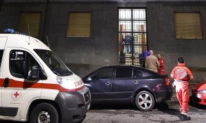 Torino, pensionato spara alla moglie malata di Alzheimer e si toglie la vita