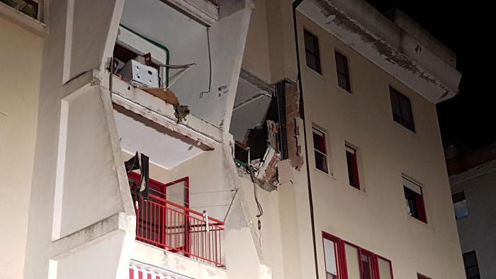 Crotone, esplosione in appartamento: 2 morti, gravemente ustionata una bambina