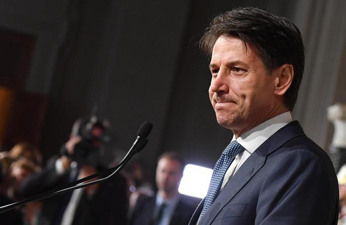 """Governo, Giuseppe Conte riceve incarico da Mattarella: """"Sarò avvocato difensore degli italiani"""""""