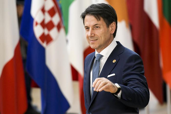 Vertice di Bruxelles: accordo Conte-Macron apre spiraglio su un accordo per i migranti.