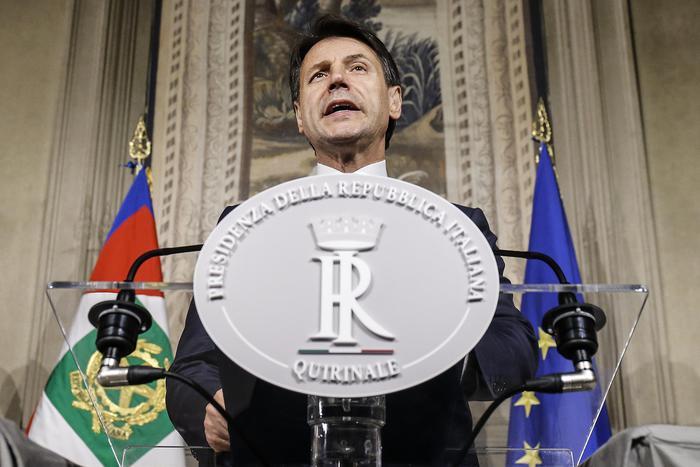 Ecco il nuovo governo Conte, presentata la lista dei ministri: Tria all'Economia, Savona gli Affari Europei. Oggi il giuramento