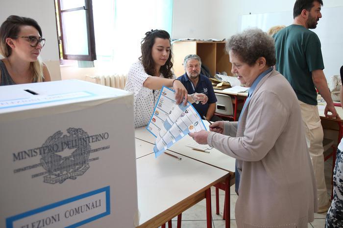Elezioni comunali: il centrosinistra crolla in Toscana: Massa, Pisa e Siena al centrodestra. Bene Lega e M5S: Scajola vince a Imperia