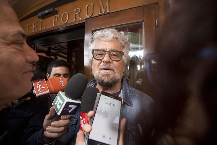 """Grillo: """"Scegliamo a sorte i parlamentari"""". Sul suo blog lancia l'idea del """"Senato dei cittadini"""""""